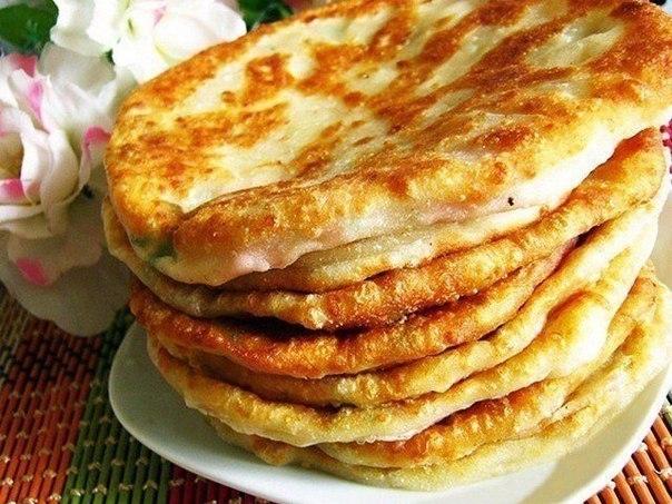 Вкусные лепешки на кефире на сковороде с колбасой — pic 6